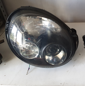 Lampa prawa Subaru Impreza STI 2001 uszkodzona