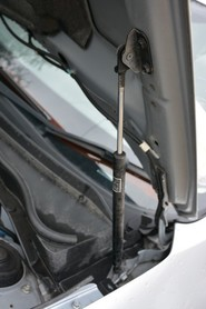 Amortyzator maski Subaru Impreza 2008-2011