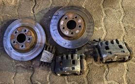 Zaciski tarcze hamulcowe przód Subaru Legacy 276
